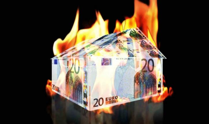 casa_soldi_brucia